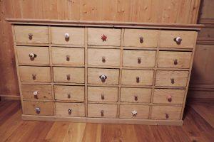 Schubladenkorpus mit 25 Schubladen