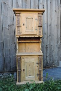 Gänterli in altem Tannenholz